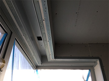 Roller shade with pocket